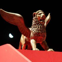 golden-lion-statue